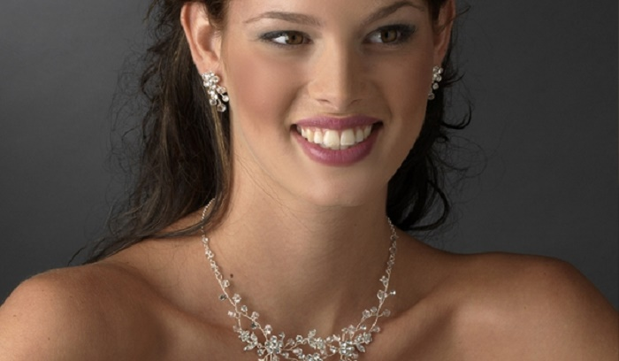 Photo Credit: http://www.bridaltiarasboutique.com/2011/11/austrian-crystal-wedding-jewelry-set-wf9785/
