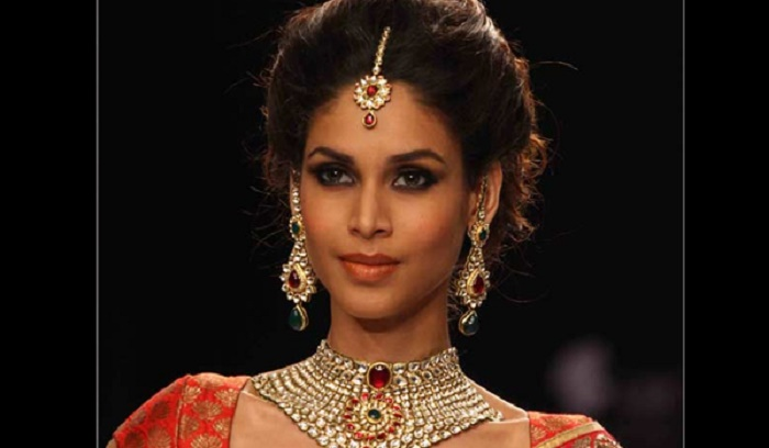 Photo Credit: http://www.metromela.com/dazzle-up-in-14-exquisite-bridal-jewelry-designs/