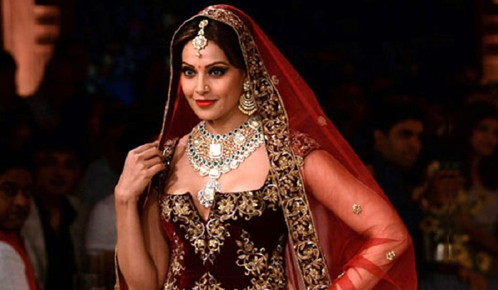 Photo Credit: http://www.canadawishesh.com/gallery/1573-gorgeous-bollywood-brides/15475-sridevi.html
