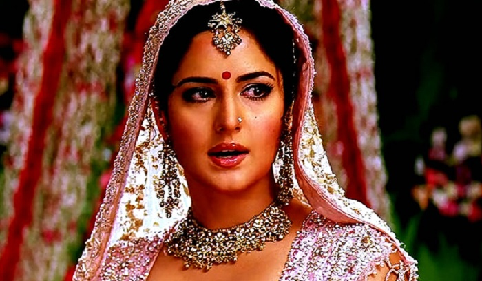 Photo Credit: http://www.allwomensclub.com/top-ten-bollywood-brides-makeup-looks /