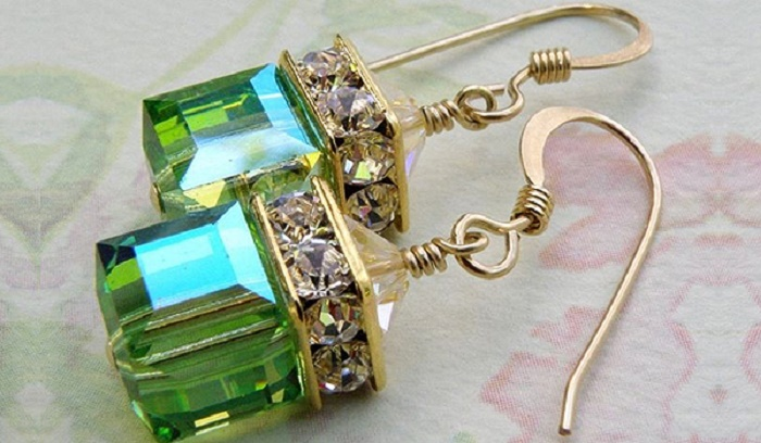 Photo Credit: https://www.etsy.com/in-en/listing/59116149/green-cube-earrings-peridot-gold-filled